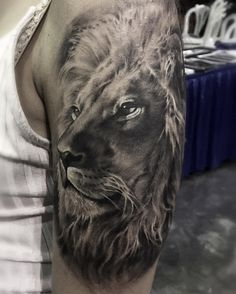 "929 Me gusta, 21 comentarios - Zhang Po(popo )張坡 紋所未聞家族✈️ (@popotattoo) en Instagram: ""Lion tattoo did last weekend at @pr_tattoo_convention done with #kurosumizhangpogreywashset…"""