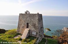 Torri di vedetta - Peschici - Gargano - Foggia - Puglia - Italia - #mygargano http://www.sphimmstrip.com/2014/04/cosa-vedere-peschici-siamo-in-puglia-mygargano.html?m=1