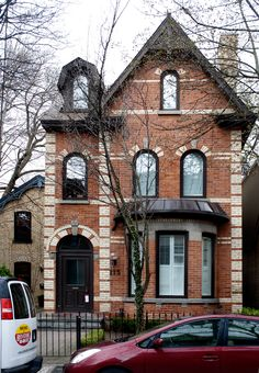 https://flic.kr/p/9JcNns   109. Hazelton Avenue   © Billy Wilson 2011   A house on Hazelton Avenue in Yorkville, Toronto.  The Toronto Project: Hi Flickr, I have been busy finishing my degree, and now I'm done!! I have finally completed my bachelor's in biology and chemistry. I just returned from a trip to Toronto. I have taken a fascination with the city in many ways and I had a list of things to do and experience there. In my three full days of staying there and shooting I experienced a…