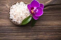 Scrub fai da te per la cura del corpo: ecco come prepararlo con il sale