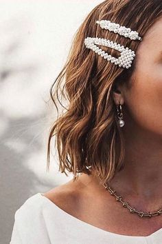 Love love love these pearl hair clips! Pearl barrettes are a must-have hair trend for 2019 Hair Barrettes, Hair Clips, Hair Inspo, Hair Inspiration, Fashion Inspiration, Hair Day, Hair Jewelry, Hair Necklace, Pearl Jewelry
