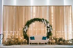 New wedding reception stage decorations indian Ideas Engagement Stage Decoration, Wedding Hall Decorations, Backdrop Decorations, Background Decoration, Marriage Decoration, Reception Stage Decor, Wedding Reception Backdrop, Indian Wedding Stage, Indian Reception