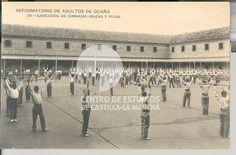 Ejercicios de gimnasia, mazas y picas by Centro de Estudios de Castilla-La Mancha (UCLM), via Flickr