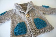 gilet bb avec poches et coudières contrastées. Adorable. 1 Créa Few Stitches a day. (http://katoumie.canalblog.com/)