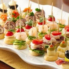 Mini Appetizers easy make for boat (use cut out crescent roll and bake  as a base or use triscuit crackers for ease....top w/cuke,tomato,cheese,olives,shrimp,crab,etc Mini Appetizers, Holiday Appetizers, Finger Food Appetizers, Appetizer Dips, Finger Foods, Appetizer Recipes, Appetizers On A Toothpick, Crackers Appetizers, Appetizer Display