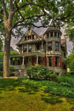 Oak Park, Illinois by proteamundi Victorian Style Homes, Victorian Cottage, Victorian Houses, Victorian Homes Exterior, Victorian Decor, Style At Home, Cathy's Book, Beautiful Buildings, Beautiful Homes