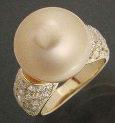 【 #パール #K18YG D1.0ct #ゴールデンパール13.7mm イエローゴールドリング 約12号弱】上質のゴールデンパール( #南洋玉 )を使ったとても豪華なジュエリーです。この商品は、照りの良い南洋玉のゴールデンパールをあしらった豪華なリングです。#イエローゴールド とゴールデンパールの組み合わせも相性バッチリで、とても美しい仕上がりになっています。リングのサイズ直し承ります。画像をクリックして頂きますと、詳細ページをご覧頂けます。 #セブンマルイ質店 TEL06-6314-1005