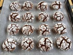 Italian Food on the Go Mini Desserts, Dessert Recipes, Christmas Eve Meal, Nutella, Chocolate Crackle Cookies, Italian Food Restaurant, Biscuits, Almond Bread, Biscotti Cookies