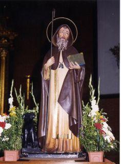 San Antón, el santo que porta un libro, es el patrón de Navalvillar de Pela. Esta imagen fue un regalo de un peleño, D. Vicente Aragoneses al pueblo, en 1940.