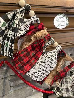 Rag Garland, Fabric Garland, Beaded Garland, Garland Ideas, Garlands, Christmas Ornament Crafts, Christmas Projects, Christmas Decorations, Christmas Crafts To Sell Bazaars