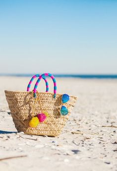 Top 10 Beach Essentials For Summer 2016 Summer Of Love, Summer Fun, Summer Time, Summer 2016, Spring Break, Beach Bag Essentials, Beachwear Fashion, Amelia Island, Beach Accessories