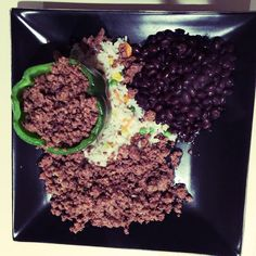 Nothing fancy here but just another example of how you can stay on track and still have variety quickly and easily. Stuffed pepper with lean beef steamed rice and black beans. Hitting those macros! #EatClean #FatsMeals #Bodybuilding #Weightlifting #Lunch #FitFam #FItMeals #EasyMeals #WeLift #Peppers #Beef #LunchPhotos #EatClean #TrainDirty
