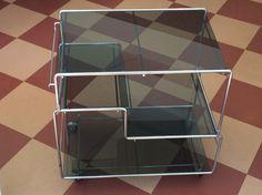 rullapöytä 80-luvulta . tummaa lasia ja kromia . korkeus 60, leveys 60, syvyys 40cm . #tarjoiluvaunu