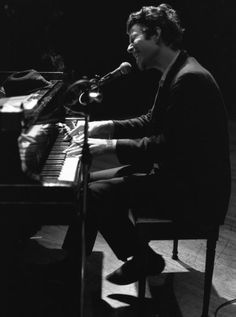 Tom Waits, 1978 (via TumbleOn) Kinds Of Music, My Music, Music Life, Soul Music, Classic Rock Artists, Piano Man, Concert Posters, The Rock, Rock N Roll