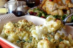This Cauliflower Gratin Recipe in Horseradish Sauce makes for a subtle yet savoy side dish with a luxurious flavor, topped with fresh Asiago breadcrumbs. Healthy Side Dishes, Side Dishes Easy, Side Dish Recipes, Snack Recipes, Snacks, Twice Baked Potatoes Casserole, Sweet Potato Casserole, Cauliflower Gratin, Cauliflower Recipes