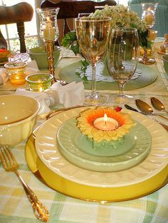 Green/Yellow setting by dining delight1, via Flickr
