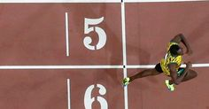 20150827 - O atleta jamaicano Usain Bolt se tornou tetracampeão mundial dos 200 metros com a marca de 19s55, nesta quinta-feira (27), em Pequim, na China. O ouro em Pequim é o quarto do velocista em Mundiais na distância. Nunca um atleta dominou os 200m assim. Ele é o melhor do planeta na prova desde 2009, quando o torneio foi disputado em Berlim, na Alemanha. PICTURE: REUTERS/Pawel Kopczynski