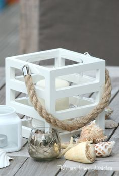 Find a small wooden crate to do something with -- love the rope handle idea. Seaside Decor, Seaside Style, Coastal Style, Coastal Decor, Diy Home Decor, Coastal Living, Cottages By The Sea, Beach Cottages, Creation Bougie