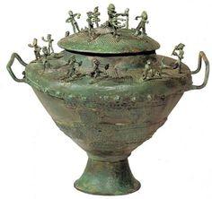 Situla di bronzo proveniente dalla necropoli delle Bucacce (Museo Gregoriano etrusco)