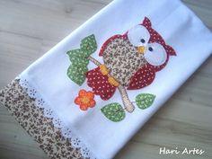Pano de prato 100% algodão, com aplicações em patchwork, bordado inglês e crochê em toda a volta. Deixe sua cozinha ainda mais bonita! R$ 25,00