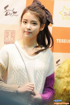 http://images5.fanpop.com/image/photos/28200000/IU-Seoul-Doll-Fair-iu-28286384-854-1286.jpg