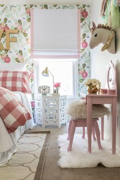 Big girl room reveal with floral wallpaper, gingham bedding and glam pink and gold accessories