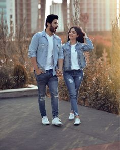 Couple Photoshoot Poses, Couple Photography Poses, Pre Wedding Photoshoot, Couple Posing, Couple Goals Teenagers Pictures, Couple Pictures, Girl Cartoon, Cartoon Art, Cute Love Couple