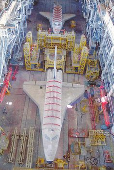 Two Soviet Buran Space Shuttles Under Construction In The Late Nasa Space Program, Space Junk, Spaceship Interior, Space And Astronomy, Hubble Space, Space Shuttle, Space Telescope, Space Race, Air Space