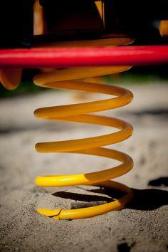 Sprężyna pod bujakiem. www.larslaj.pl #playgrounds #spring