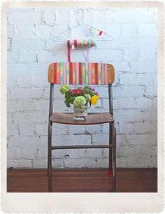 Una silla vieja, se convierte en nueva con Washi tape.