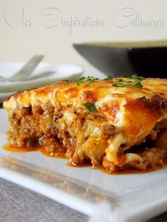 Recette Moussaka Add sliced potatoes and zucchini - Comfort Food Recipes Healthy Eating Habits, Healthy Eating Recipes, Diner Recipes, Beef Recipes, Musaka, Food Is Fuel, Easy Cooking, Vegetable Recipes, Vegetable Drinks