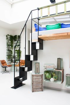 My Houzz: A Dark Storage Space transformation to a Crisp White Loft - eclectic - staircase - amsterdam - Louise de Miranda Modern Contemporary Living Room, Living Room Modern, Contemporary Bathrooms, Living Rooms, Modern Staircase, Staircase Design, Amsterdam Houses, Media Room Design, Traditional Dining Rooms