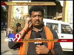 Protesters obstruct devotees vehicle at Tirupati