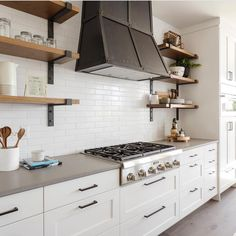 Are you kidding me with this gorgeous Idaho Parade of Homes kitchen? They killed it! B