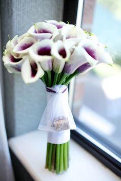 Elegant white and purple calla lily bouquet