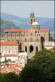La cathédrale Cathédrale Notre-Dame-de-l'Annonciation du Puy-en-Velay, Haute Loire - France