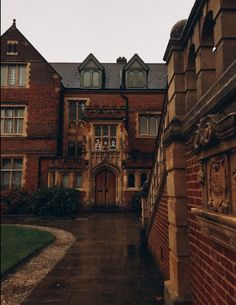 PrincessKate — Selwyn College, in the heart of the University of... Stratford Homes, In The Heart, University, England, College, Mansions, House Styles, Cambridge, Eyes