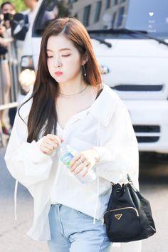 Seulgi, Park Sooyoung, Snsd, South Korean Girls, Korean Girl Groups, Rapper, Red Velvet Irene, Airport Style, Airport Fashion