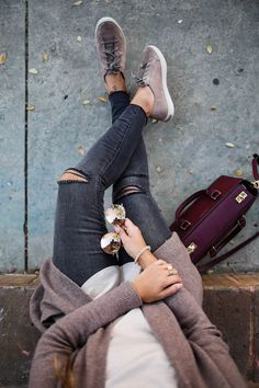 How To Wear Sneakers During The Holidays With Hush Puppies - Street Fashion, Casual Style, Latest Fashion Trends - Street Style and Casual Fashion Trends How To Wear Sneakers, Grey Sneakers, Suede Sneakers, Adidas Sneakers, Sneakers Style, Casual Sneakers, Casual Fall Outfits, Fall Winter Outfits, Casual Bags