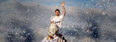 Team captain Iker Casillas celebrating the La Liga victory. Love this picture! Real Madrid Win, Santiago Bernabeu, Enrique Iglesias, Pretty Boys, Soccer, Celebrities, Football, Butterflies, Sports