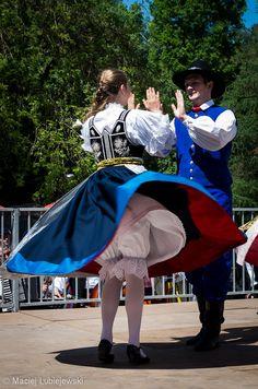 Polish Folk Dance - Polish Culture - Polski Taniec Ludowy Polish Clothing, Folk Dance, Beautiful Costumes, My Heritage, Photojournalism, Ancient Art, People Around The World, Folklore, Most Beautiful