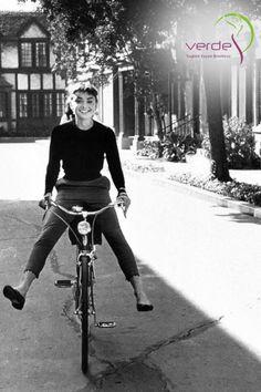 #Mutluluk ve #Neşe dolu bir Pazar günü geçirmeniz dileği ile… #AudreyHepburn #Sunday #Happy #Smile