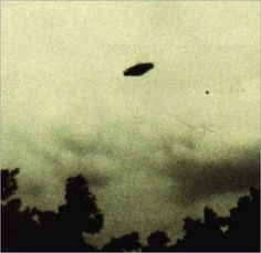 UFO Pictures - A collection of real UFO pictures to show the world the truth about UFOs by showing real UFO pictures.