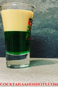 The Springbokkie or Springbok shooter is composed of one part of crème de menthe and one part of amarula. #SpringbokkieShot #springbokkiedrink Easy Shot Recipes, Halloween Shots, Easy Shots, Vodka Shots, Best Cocktail Recipes, Tipsy Bartender, Cocktail Ingredients, Alcohol Recipes, Fun Cocktails