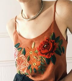 "5,035 curtidas, 203 comentários - ⚡Tessa⚡ (@tessa_perlow) no Instagram: "" Fresh on etsy Re-purposed linen tank w/roses #embroidery #handmade #botanical"""
