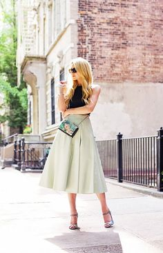 Blair Eadie of Atlantic-Pacific looks sweet and ladylike in a full midi skirt. // #Fashion