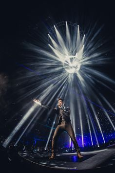 QueenAL_O2London-Night2_by_PeterNeill-230.jpg (1333×2000)