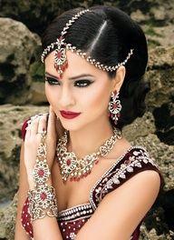 love the head jewelry Bridal Makeup Looks, Wedding Makeup, Bride Makeup, Wedding Updo, Wedding Wear, Moda Indiana, Make Up Braut, Beauty And Fashion, Fashion Women