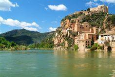 Château de Miravet à Tarragona en Espagne. Située sur la Costa Dorada Tarragona est une ville qui vous réserve des surprises. Comme en témoigne la photo ci-contre elle vous promet la découverte de beaux-paysages. #Tarragona #Spain