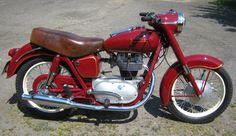 Junak M10 European Motorcycles, Vintage Motorcycles, Cars And Motorcycles, Red Motorcycle, Chrysler 300c, Vespa, Bobber, Old Cars, Motorbikes